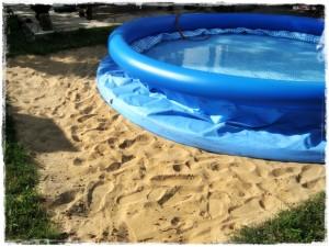 basen ogrodowy na piaszczystym podłożu