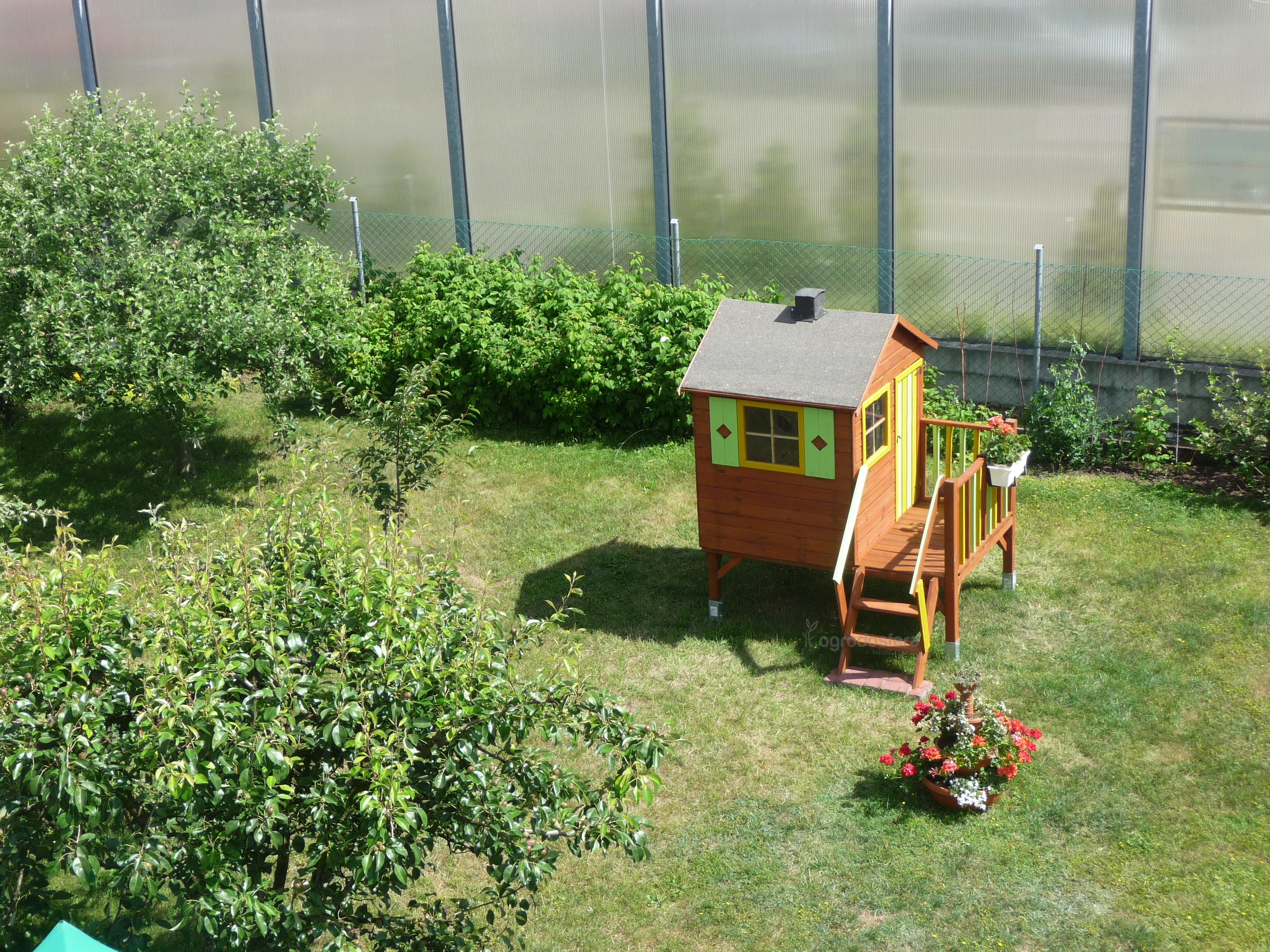 drewniay domek dla dzieci